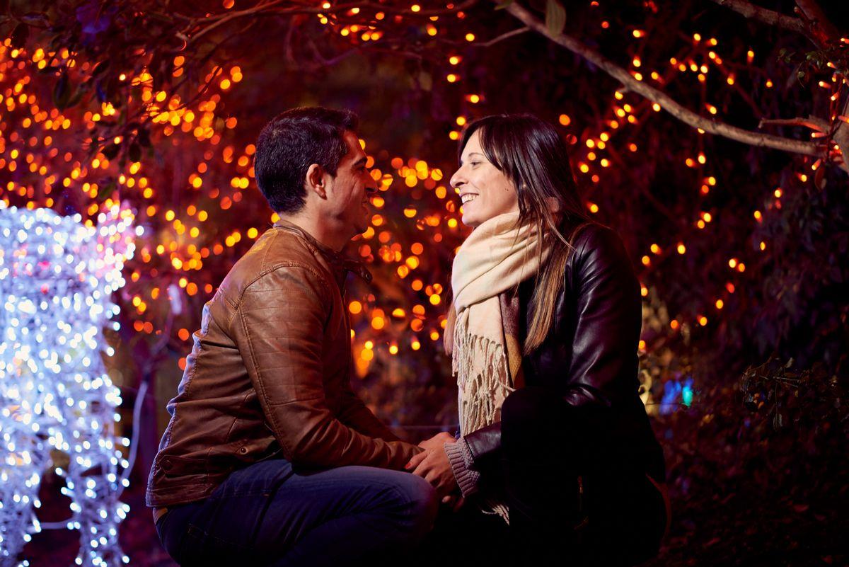 Sesión nocturna de enamorados, preboda santander, preboda nocturna santander, fotos enamorados, luces de navidad santander, jose ferreiro, fotógrafo bodas cantabria, fotógrafo boda cantabria